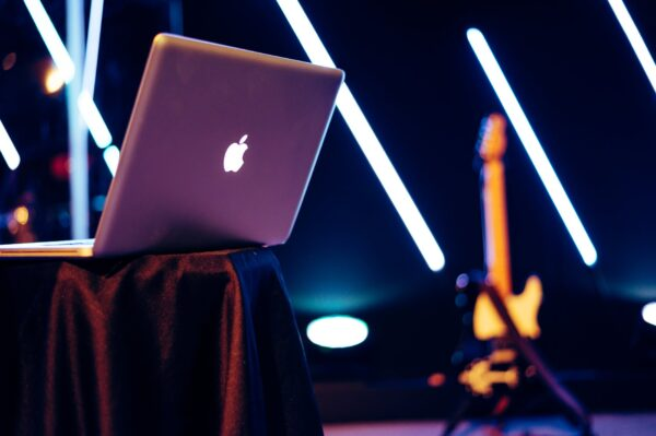 What is MAC & What are the Advantages and Disadvantages of MacOS
